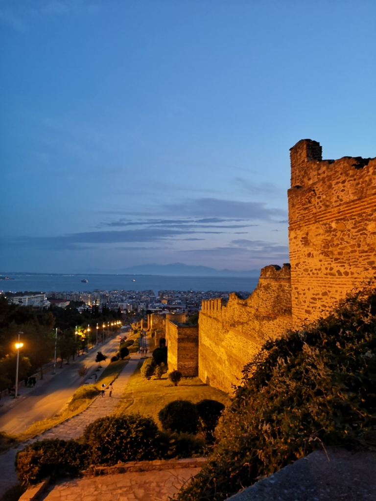 Foto von Thessaloniki bei Nacht